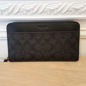 NWT Coach Unisex Travel Wallet